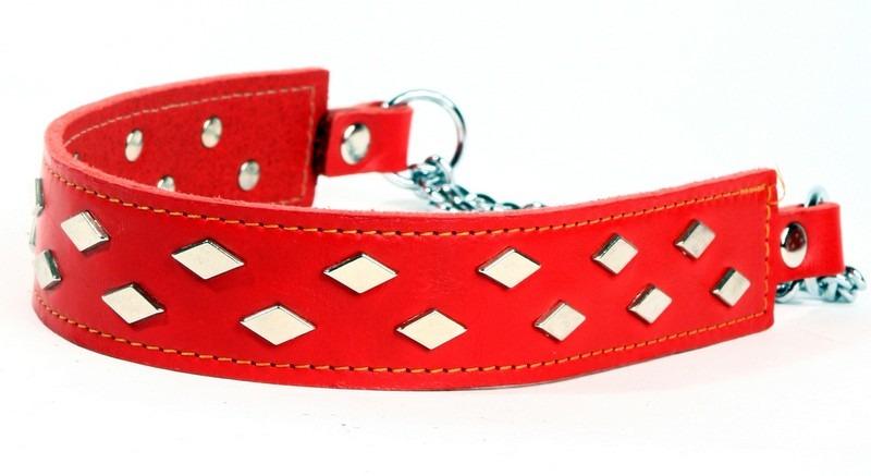 Rött halsband med platta nitar